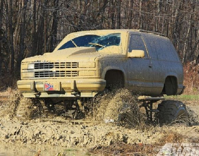 131_1205_01+raising_roost+1993_chevy_blazer_covered_in_mud
